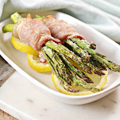 SO good! Low-carb, THM-friendly bacon-wrapped asparagus in the Air Fryer! This is a delicious #lowcarb #keto recipe, and a #THM S recipe. #trimhealthymama